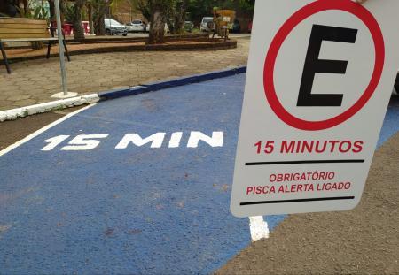 Veículos nas vagas de 15 minutos deverão adotar o pisca-alerta